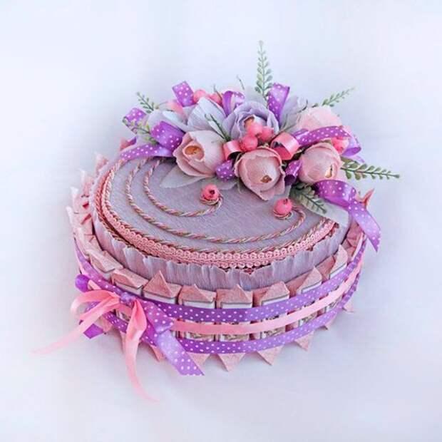 38 идей для тортов из конфет и шоколадных батончиков