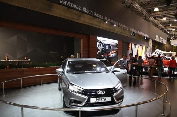 Концепт-кар Lada Vesta в кузове седан. Старт продаж назначен на 15 октября.