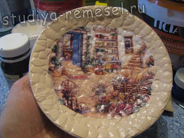 Покрытие тарелки полуматовым лаком