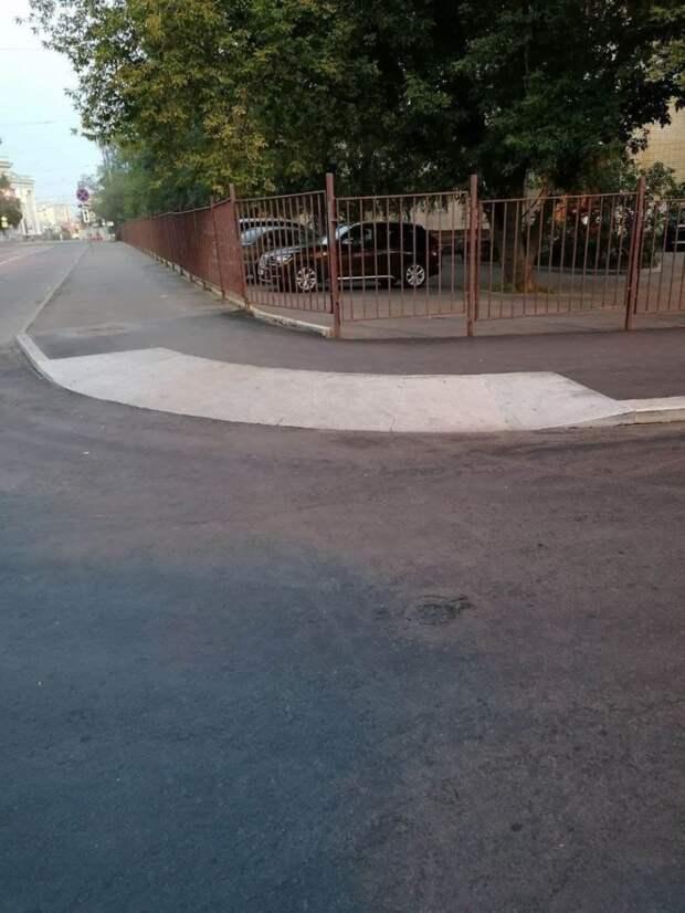 На Достоевского появились тротуары для маломобильных людей