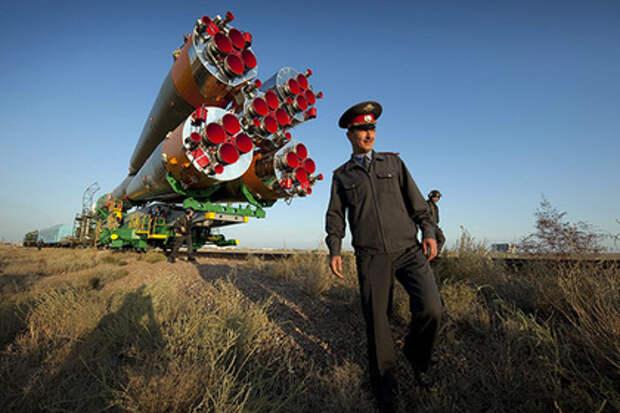 Вывоз ракеты-носителя «Союз-ФГ» для установки на стартовом столе