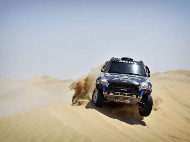 Ралли-рейды: итоги первого дня Abu Dhabi Desert Challenge