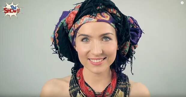 В начале прошлого столетия украинские женщины любили носить разноцветные платки и массивные бусы.