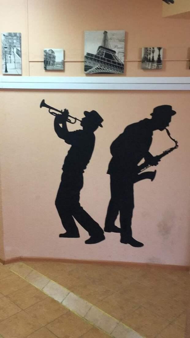 Стены клуба современной музыки «Дубровка» украсили силуэты джазменов