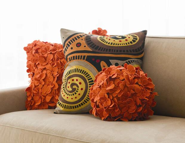Украшаем интерьер подушками: 32 забавных варианта