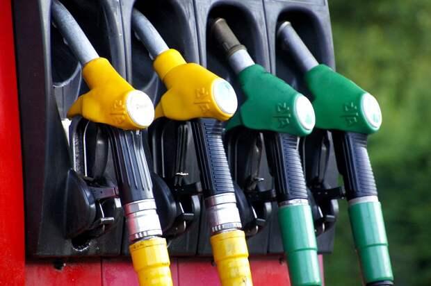 Две марки бензина подорожали в Ижевске