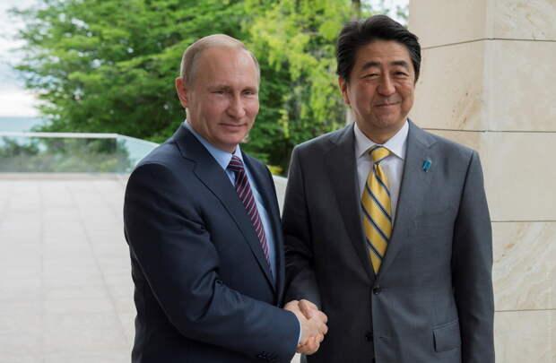 «Так и Хоккайдо потеряем»: Японцы в страхе признают, что Владимир Путин оставил Абэ в дураках