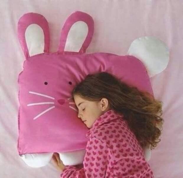 Подушка-зайка