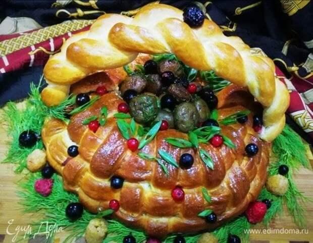Пирог с мясом и яйцами «Грибная корзинка»