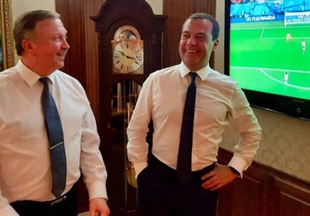 Медведев порадовался победе сборной РФ вместе с белорусским премьером (ФОТО)