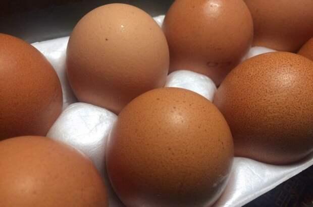 Омичи выстроились в огромную очередь за дешевыми яйцами