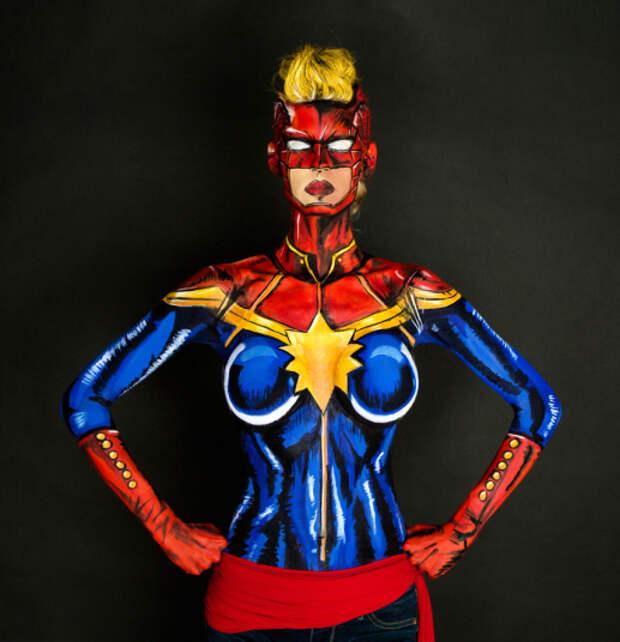 Девушка превращает себя в супергероев при помощи бодиарта, тратя на это по 15 часов