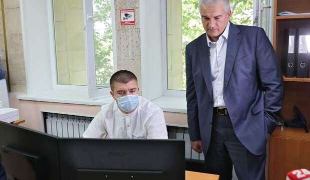 Аксенов натравил ФСБ на блогера