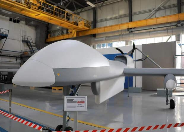 Российские разработчики показали макет нового разведывательно-ударного беспилотника