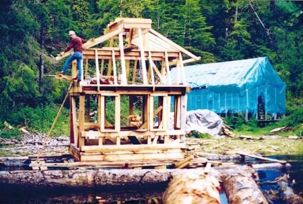 Эта пара 20 лет строила свой дом-остров