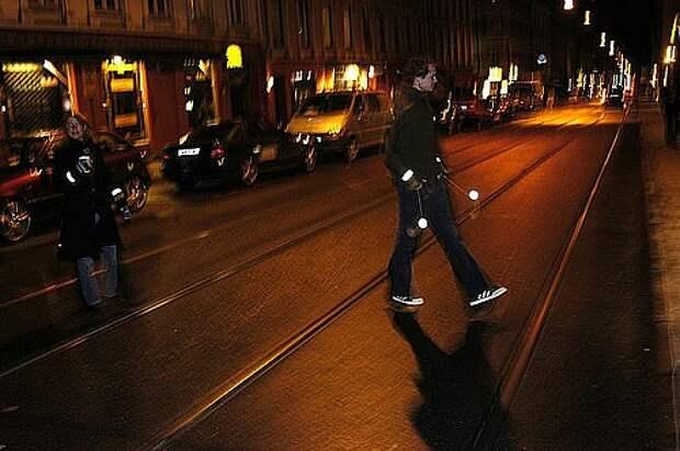 20150318_670px_pedestrian_safety_use_retroreflectors_in_the_dark