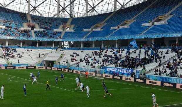 На75-й минуте «Ротор» проигрывает «Динамо» сосчетом 0:2