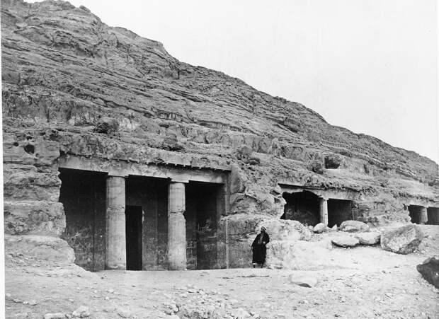 Бени-Хасан. Окрашенные гробницы. Вход. 1860-1870-е