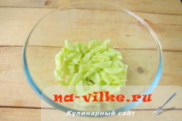 Салат с маринованными шампиньонами, яйцами и огурцами