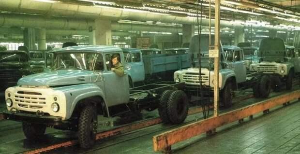 Столичный ЗИЛ. Фото времен, когда здесь кипела жизнь. ЛАЗ, СССР, авто, автобус, автомобили, зил, лиаз, советский автопром
