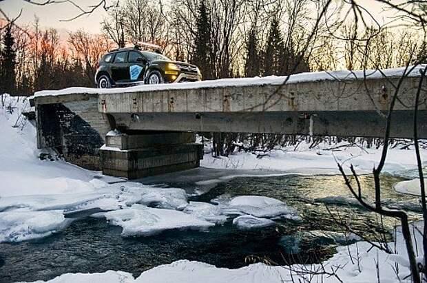 По шпалам на гусеницах: Renault Duster на Кольском полуострове