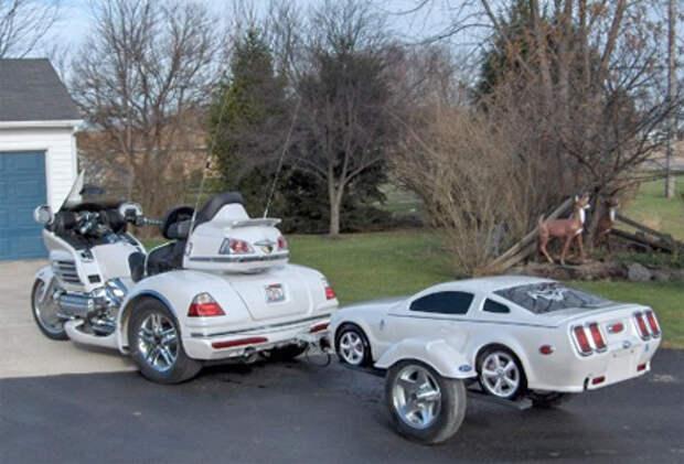 Авто-прицепы в виде миниатюрных автомобилей