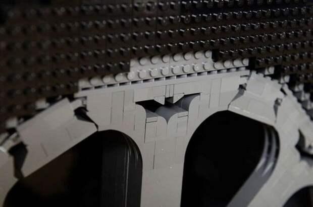 Бэтмобиль из кубиков Lego в натуральную величину