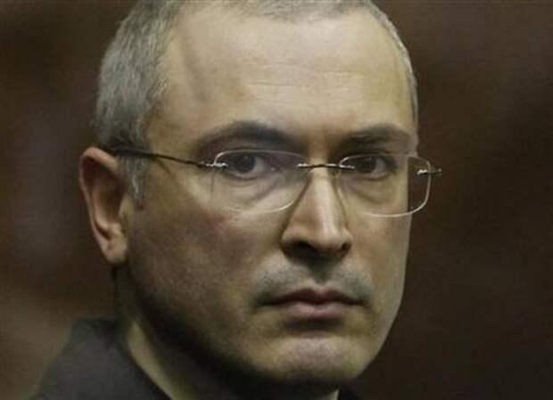 Влюблены без памяти: зачем Ходорковский помогает Азару