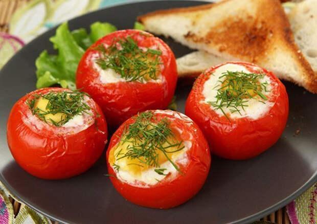 А ЧТО НА ЗАВТРАК? Яичница в помидорах