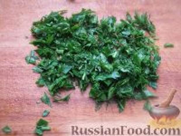 Фото приготовления рецепта: Капустный салат с чесноком - шаг №3