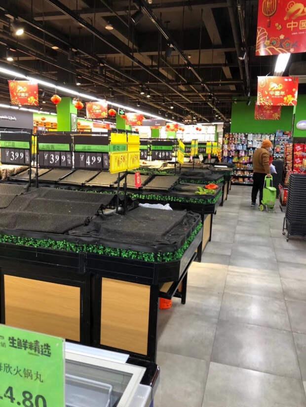 пустые полки в китайских магазинах