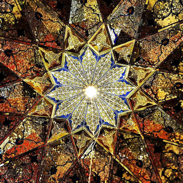 Мозаичный потолок.