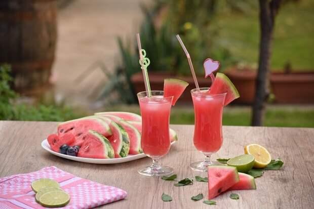 Арбузный смузи с ягодами