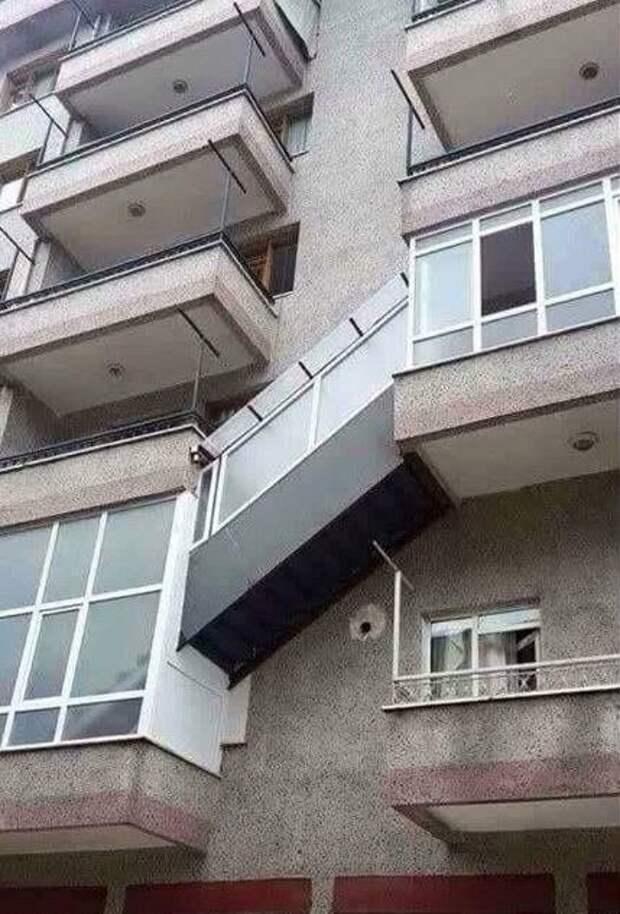 Когда не получилось договориться с соседом по этажу  девушки, животные, прикол, юмор