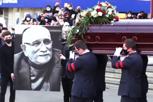 Джигарханяна похоронили на Ваганьковском кладбище
