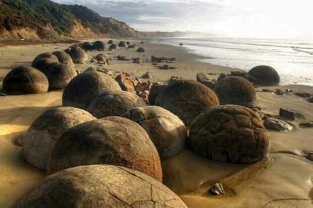Валуны Моераки на пляже