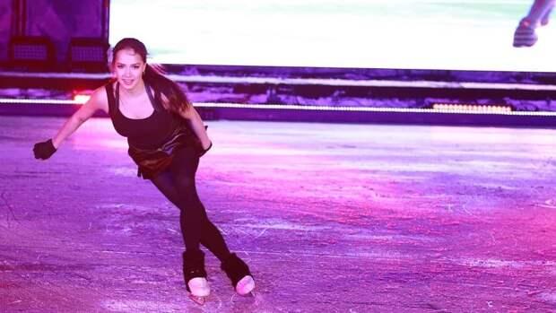«Алина— огонь». Идеальный прокат Загитовой после падения впервом выступлении: видео сшоу Слуцкой