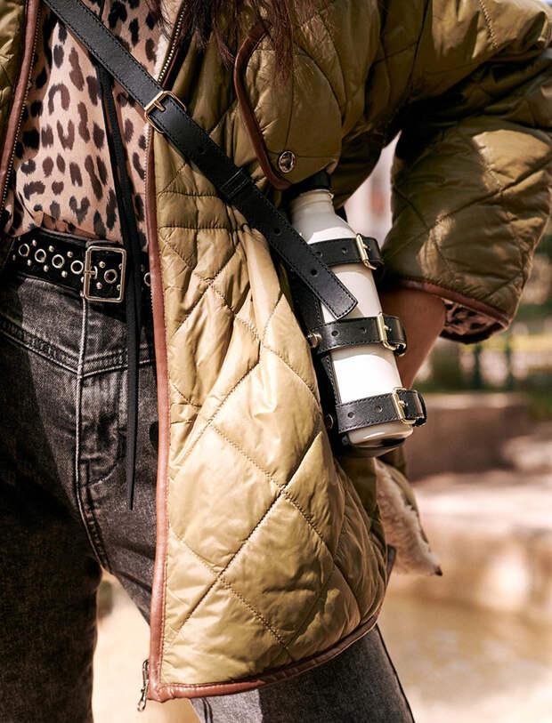Сумка-фляжка и чехол для телефона на цепочке, как в нулевых: чем еще разнообразить зимний образ