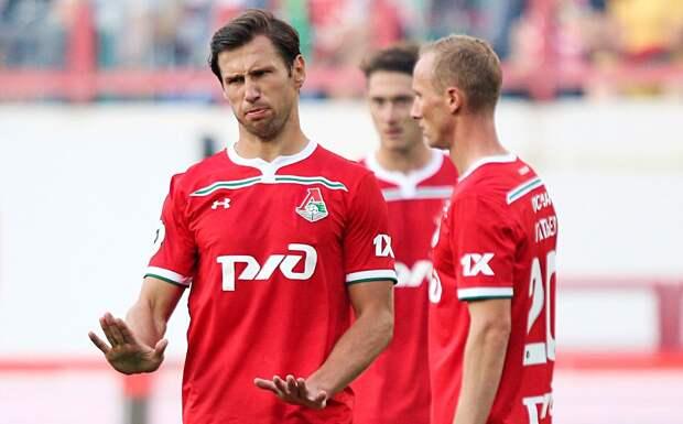 Крыховяк и Рыбус получили памятные футболки, приуроченные к их сотым матчам за «Локомотив»