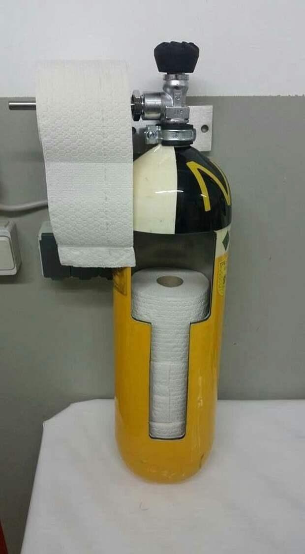 5. Даже держатель для туалетной бумаги авто, идеи использования, огнетушитель, своими руками, фото