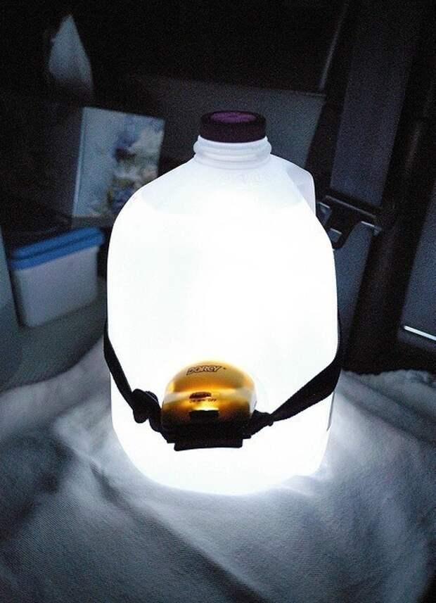 Светильник из фонаря и пластиковой бутылки
