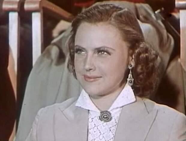 Инна Кмит в фильме *Новый аттракцион*, 1957   Фото: kino-teatr.ru