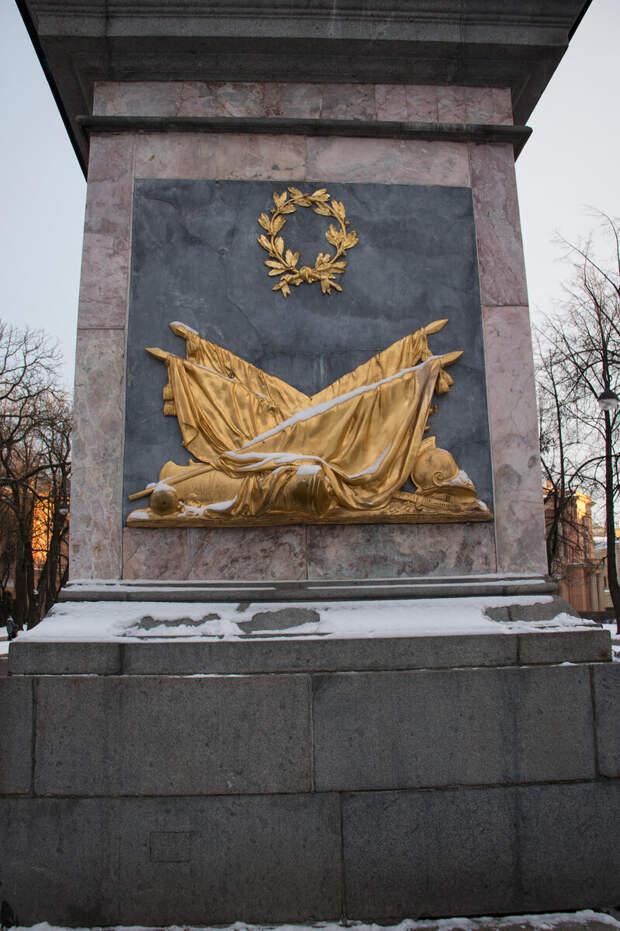 Почему петербуржцы и туристы надраили сапоги Петру I  до зеркального блеска