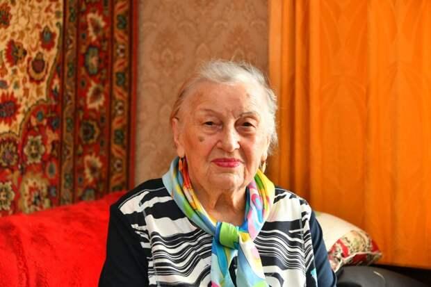 Елена Тимофеевна 43 года проработала на шарикоподшипниковом заводе / Фото: Денис Афанасьев
