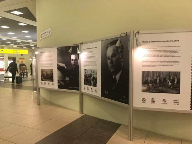 В аэропорту Шереметьево открыли фотовыставку к 100-летию Михаила Калашникова
