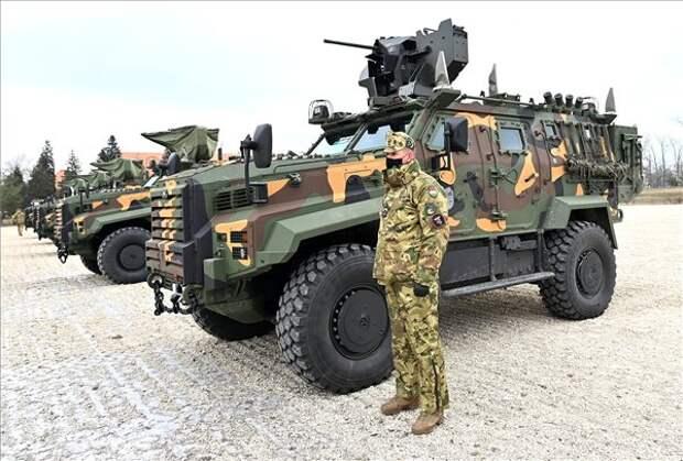 Gidrán: турецко-венгерский броневик, закоторым стоит Германия
