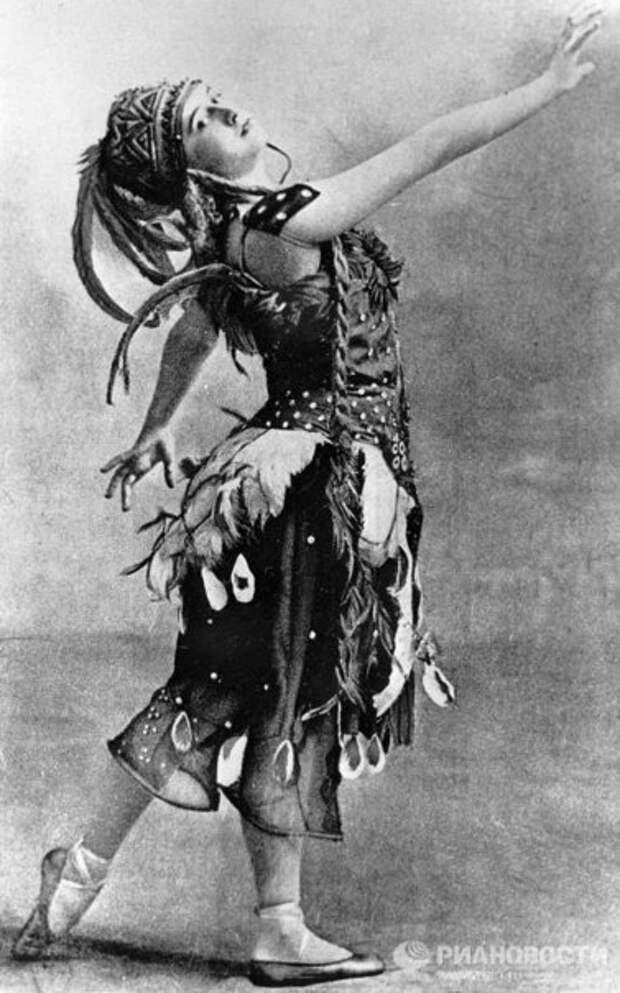 Тамара Карсавина в роли Жар-птицы в одноимённом балете.