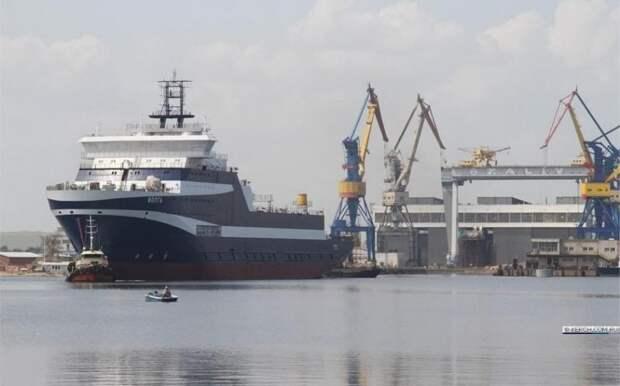 Сравните с Украиной: На верфи в Крыму спущено новейшее судно для Минобороны