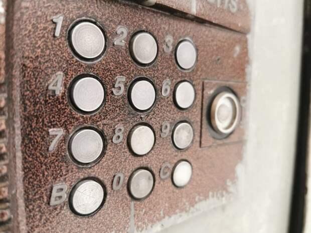В доме на 2-й улице Бебеля отремонтировали домофон