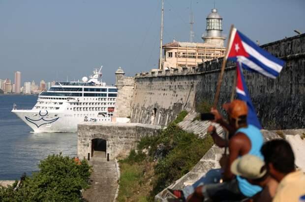 Американское круизное судно «Adonia»